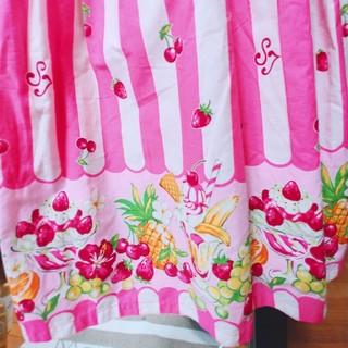 エミリーテンプルキュート(Emily Temple cute)の赤い苺のお袖止め カラフルフルーツワンピース(ひざ丈ワンピース)