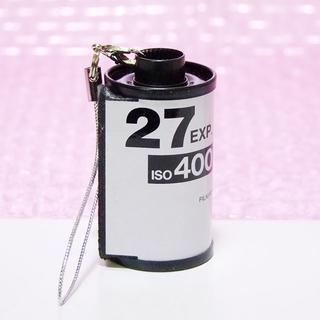 フジフイルム(富士フイルム)の☆フィルムパトローネストラップ FUJIFILM 27EXP. ISO400 (フィルムカメラ)