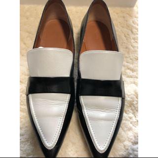セリーヌ(celine)のセリーヌ ポインテッドローファーバイカラー(ローファー/革靴)