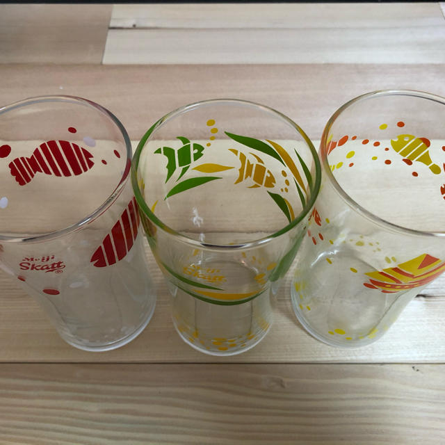 東洋佐々木ガラス(トウヨウササキガラス)の明治スカットグラス 3個セット 未使用 箱付き インテリア/住まい/日用品のキッチン/食器(グラス/カップ)の商品写真
