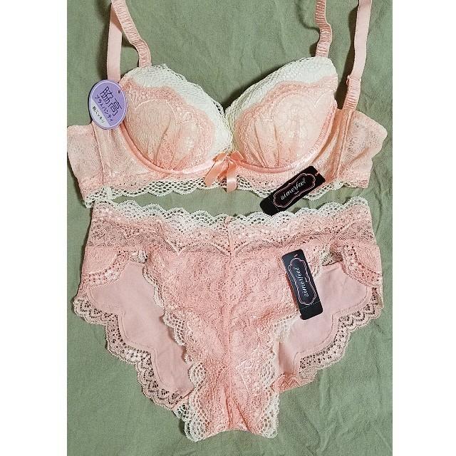 aimer feel(エメフィール)のエメフィール  ピンクの可愛いブラ&ショーツ レディースの下着/アンダーウェア(ブラ&ショーツセット)の商品写真