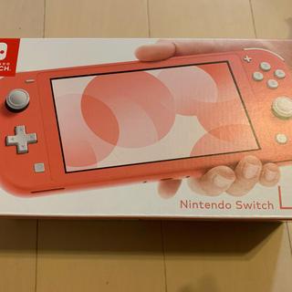 ニンテンドースイッチ(Nintendo Switch)の速発送 ニンテンドースイッチライト本体 コーラルピンク(携帯用ゲーム機本体)