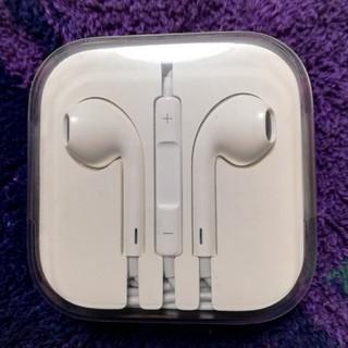 アップル(Apple)のApple EarPodsマイク付きイヤホン(ヘッドフォン/イヤフォン)