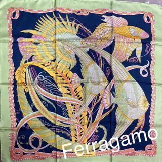 サルヴァトーレフェラガモ(Salvatore Ferragamo)の美品 サルヴァトーレフェラガモ サンゴと熱帯魚 大判スカーフ(バンダナ/スカーフ)