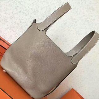 Hermes - 牛革 ピコタンロックPMバッグ トゥルティエールグレー キューブバッグ
