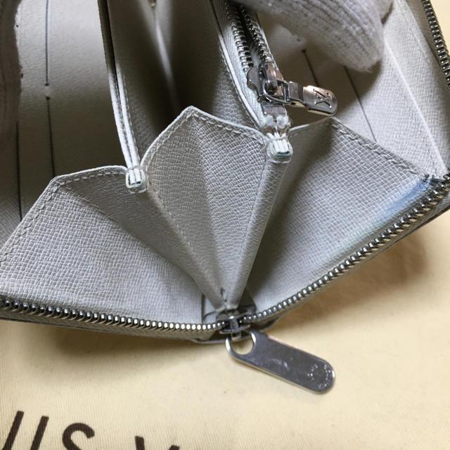 LOUIS VUITTON(ルイヴィトン)のルイヴィトン エピ ラウンドファスナー 長財布 白色 レディースのファッション小物(財布)の商品写真