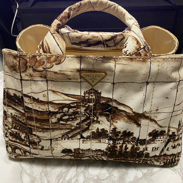 PRADA(プラダ)のプラダ  カナパ 風景画 バック レディースのバッグ(ハンドバッグ)の商品写真