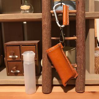 アルコール対応ボトル 20ml 携帯用 PE製 ハンドメイド 本革 オレンジ(アルコールグッズ)