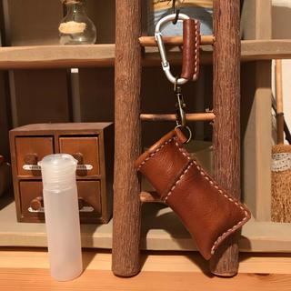 アルコール対応ボトル 20ml 携帯用 PE製 ハンドメイド 本革 ブラウン(アルコールグッズ)