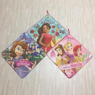 ディズニー(Disney)の【新品未使用】ディズニープリンセス ループ付きハンドタオル 3枚セット(その他)