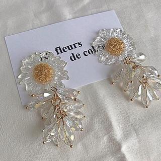 Kastane - clear flower×bees tasselpierce/earring