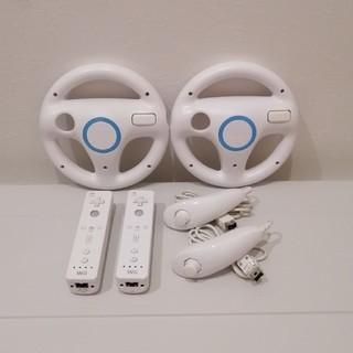 ウィー(Wii)の[動作確認、クリーニング済み] Wiiハンドル2個+リモコン2個+ヌンチャク2個(家庭用ゲーム機本体)