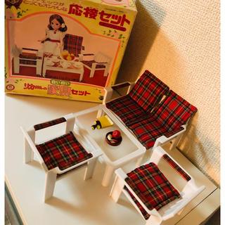 タカラトミー(Takara Tomy)のリカちゃん白い白い家具☆リビング応接セット☆付属品なし美品(キャラクターグッズ)