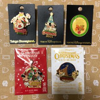 ディズニー(Disney)の【新品未使用】ディズニー クリスマス ピンバッジ 5個セット(バッジ/ピンバッジ)