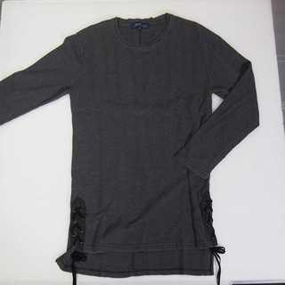 【新品】BENO ダークグレー 長袖 サイドスリット M (T25)(Tシャツ/カットソー(七分/長袖))