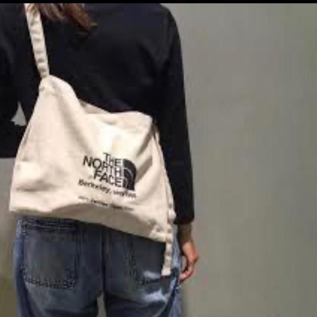 THE NORTH FACE(ザノースフェイス)の新品 ノースフェイス バッグ ミュゼットバッグ サコッシュ ナチュラル×ブラック レディースのバッグ(ショルダーバッグ)の商品写真