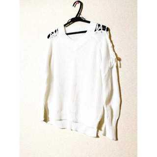 新品・未使用 レディース ニット シャツ 長袖 肩見せ ホワイト M 送料無料(ニット/セーター)