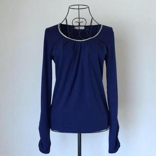 エニィスィス(anySiS)のany sis 胸元ビジュー装飾 カットソー ネイビーブルー  サイズ2(カットソー(長袖/七分))