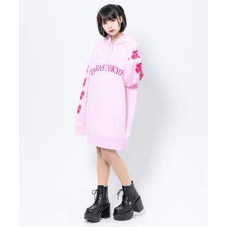 ミルクボーイ(MILKBOY)のTRAVAS TOKYO Arm bear Hoodie ピンク 新品未開封(パーカー)