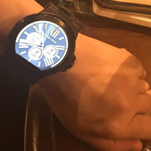 Michael Kors(マイケルコース)の【値下げ】MICHAEL KORS スマートウォッチ 箱あり メンズの時計(腕時計(デジタル))の商品写真