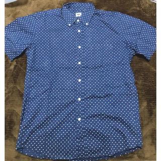 ユニクロ(UNIQLO)の【中古】ユニクロ 紺色ドット柄 シャツ 半袖 メンズ(シャツ)
