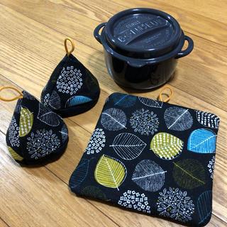 ストウブ(STAUB)の三角鍋つかみセット ストウブ(キッチン小物)