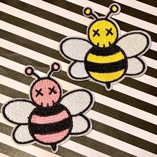 メディコムトイ(MEDICOM TOY)の【アイロンワッペン】kaws カウズ Bee ハチ  2点セット (各種パーツ)