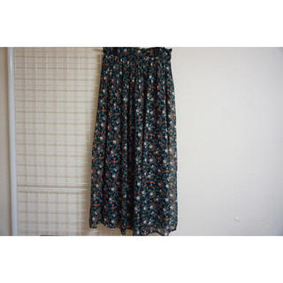 シマムラ(しまむら)のしまむら オレンジと白の花柄スカート(ロングスカート)