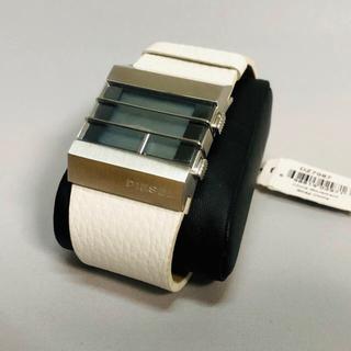 ディーゼル(DIESEL)のディーゼル DIESEL   腕時計 ホワイト DZ7087(腕時計(デジタル))