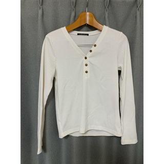 イング(INGNI)のINGNI イング フロントボタン ブイネック トップス 即購入可能(Tシャツ(長袖/七分))