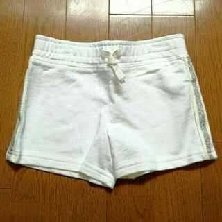 カーターズ(carter's)の《新品・タグつき》carter's 4T ショートパンツ 白 ショートパンツ(パンツ/スパッツ)