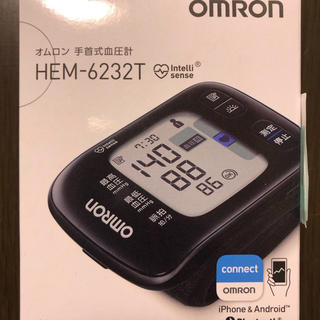 オムロン(OMRON)のオムロン 手首式血圧計 OMRON HEM-6232T(健康/医学)