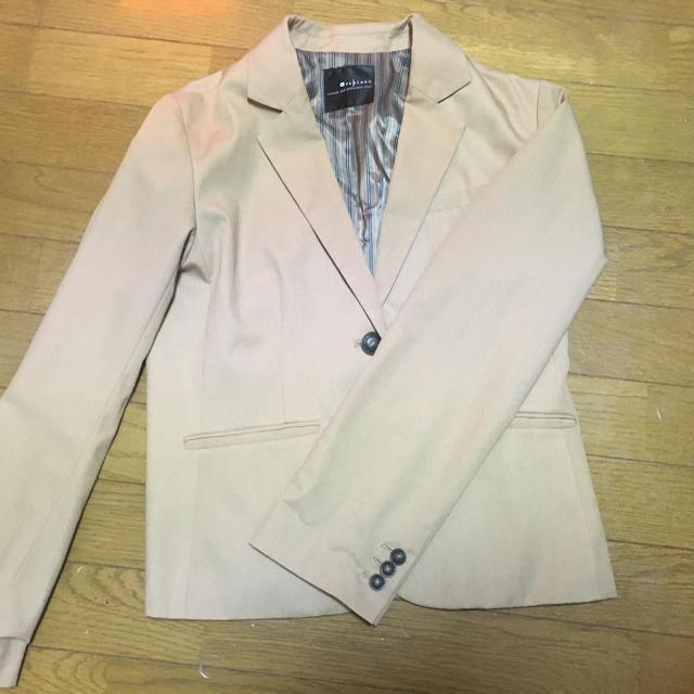 archives(アルシーヴ)のベージュ ジャケット レディースのジャケット/アウター(テーラードジャケット)の商品写真