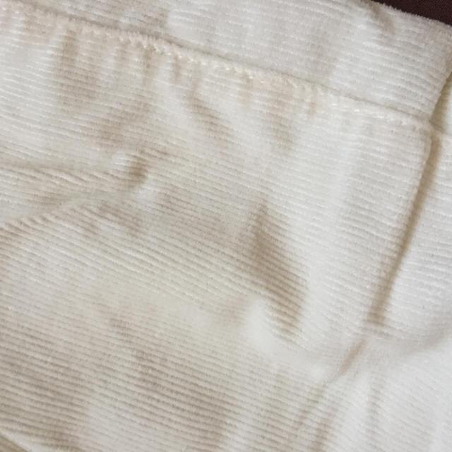GU(ジーユー)のGUホワイトパンツ レディースのパンツ(カジュアルパンツ)の商品写真