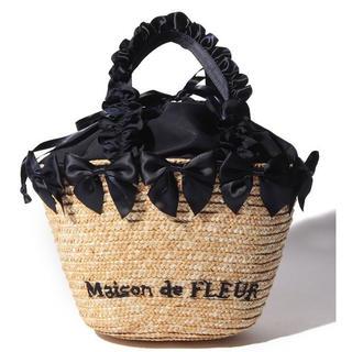 メゾンドフルール(Maison de FLEUR)のリボンかごバッグ(ネイビー)(かごバッグ/ストローバッグ)