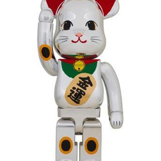メディコムトイ(MEDICOM TOY)の【BE@RBRICK 招き猫 銀メッキ 弐 1000% ベアブリック】(その他)