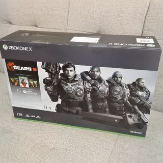 エックスボックス(Xbox)の【新品未開封】Xbox One X (Gears 5 同梱版)(家庭用ゲーム機本体)