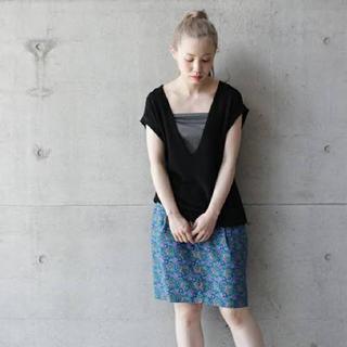 ノートエシロンス(note et silence)の美品 ボタニカル柄スカート  定価¥14000 グリーン ブルー(ひざ丈スカート)