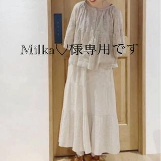 サマンサモスモス(SM2)の新品 サマンサモスモス 素敵な刺繍 切り替えギャザースカート 今季人気完売商品(ロングスカート)