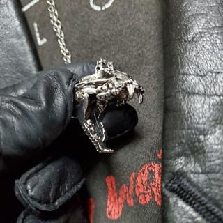 クレイジーピッグ(CRAZY PIG)のSaber-toothed cat skeleton necklace top(ネックレス)