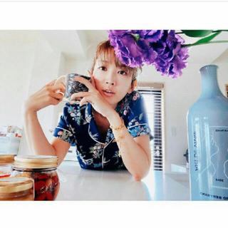 ケイタマルヤマ(KEITA MARUYAMA TOKYO PARIS)の紗栄子着❤️ケイタマルヤマ×GU パジャマ(フラワー)MNM ネイビー(パジャマ)