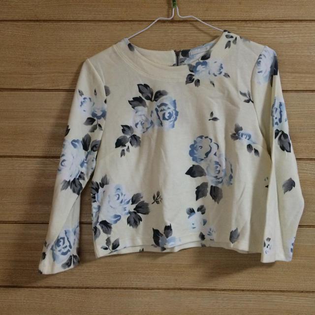 GU(ジーユー)のGU 花柄トップス レディースのトップス(Tシャツ(長袖/七分))の商品写真