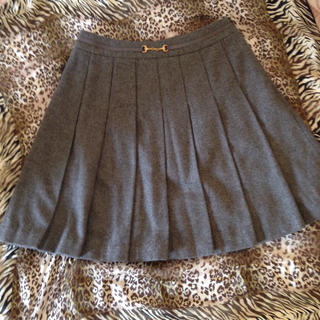 プーラフリーム(pour la frime)のグレーのプリーツスカート(ひざ丈スカート)