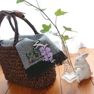 ミナペルホネン(mina perhonen)のかごバッグの被せ❤️うさぎブローチ付き バスケットカバー 目隠し(かごバッグ/ストローバッグ)