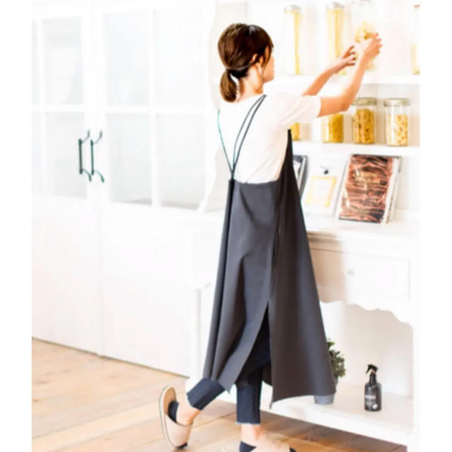 sarasa wストラップエプロン yuki  Mサイズ インテリア/住まい/日用品のキッチン/食器(その他)の商品写真