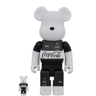 エフシーアールビー(F.C.R.B.)の正規品MEDICOM TOY FC Real Bristol Coca Cola(その他)