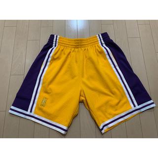 ミッチェルアンドネス(MITCHELL & NESS)のmitchell & ness swingman shorts lakers(ショートパンツ)