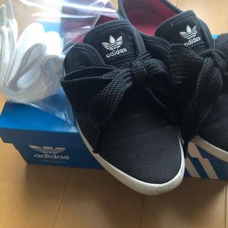 アディダス(adidas)のadidasリレースロー靴紐黒と変え紐白(その他)