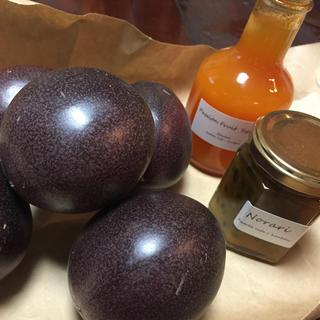 パッションフルーツとシロップ、ジャムの詰め合わせ(フルーツ)