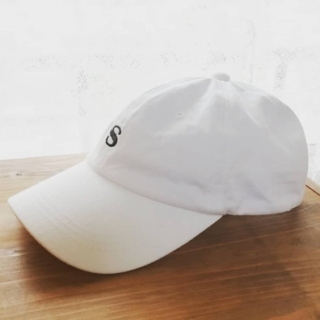 シマムラ(しまむら)のかわいいシンプルなキャップ白・即購入 歓迎・おまけ付き☆(キャップ)